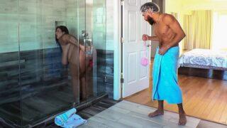 Brazzers – Dildo Showers Bring Big Cocks