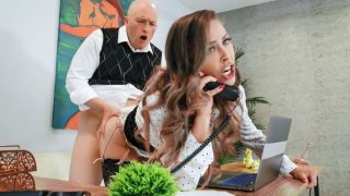 Brazzers – Working For A Milf