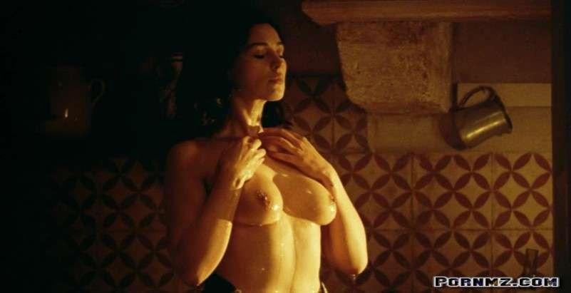 Naked monica bellucci Monica Bellucci